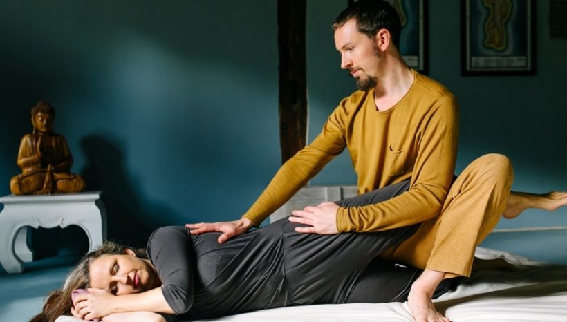 Aufbau-Ausbildung Thai Yoga mit Tobias Frank & Luna Libertad: Seitlage & dynamische Techniken